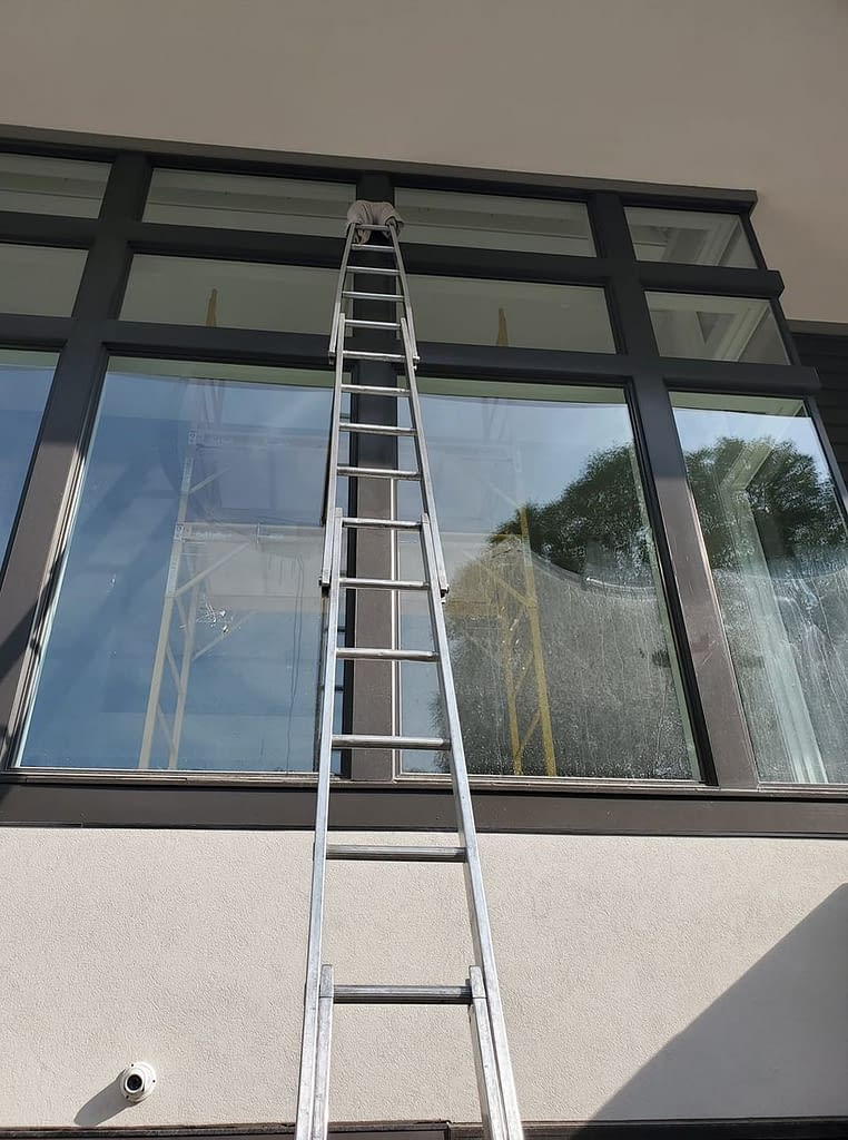 WindowClenaingLadder